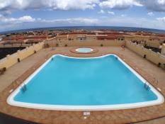 1 slaapkamer Rijtjeshuis te huur in Caleta de Fuste met zwembad garage - € 600 (Ref: 5107463)