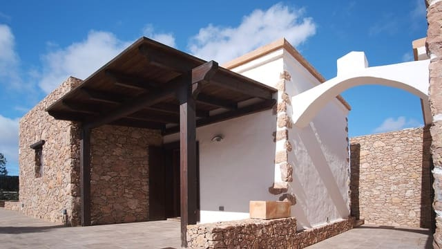 Hotell till salu i Puerto del Rosario - 1 100 000 € (Ref: 5803899)