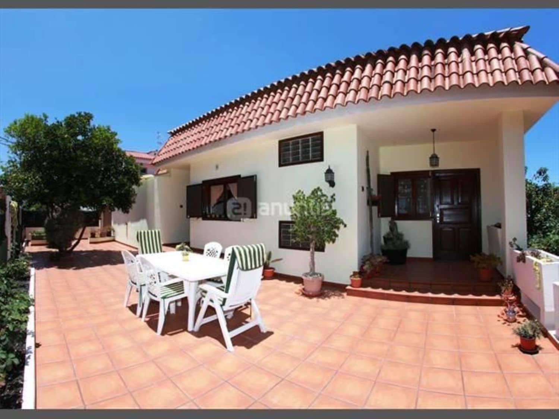5 slaapkamer Villa te huur in Santa Brigida met garage - € 1.600 (Ref: 4965312)