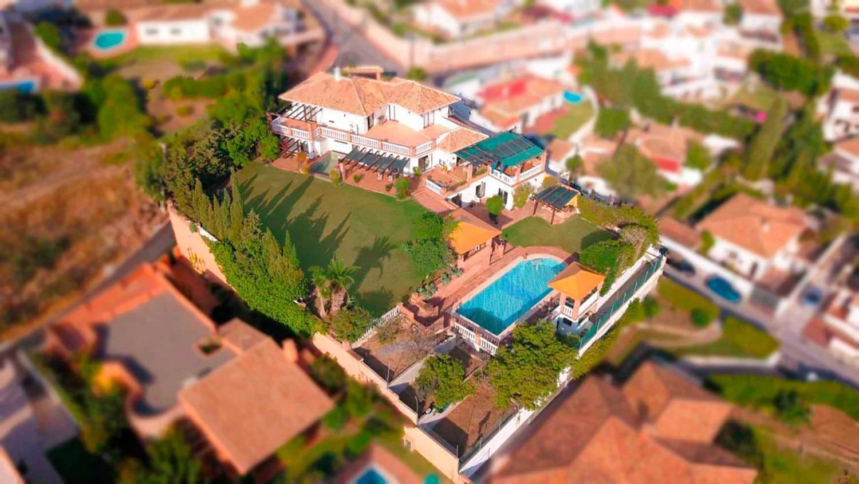 7 bedroom Villa for sale in Benalmadena with pool garage - € 1,895,000 (Ref: 3830959)