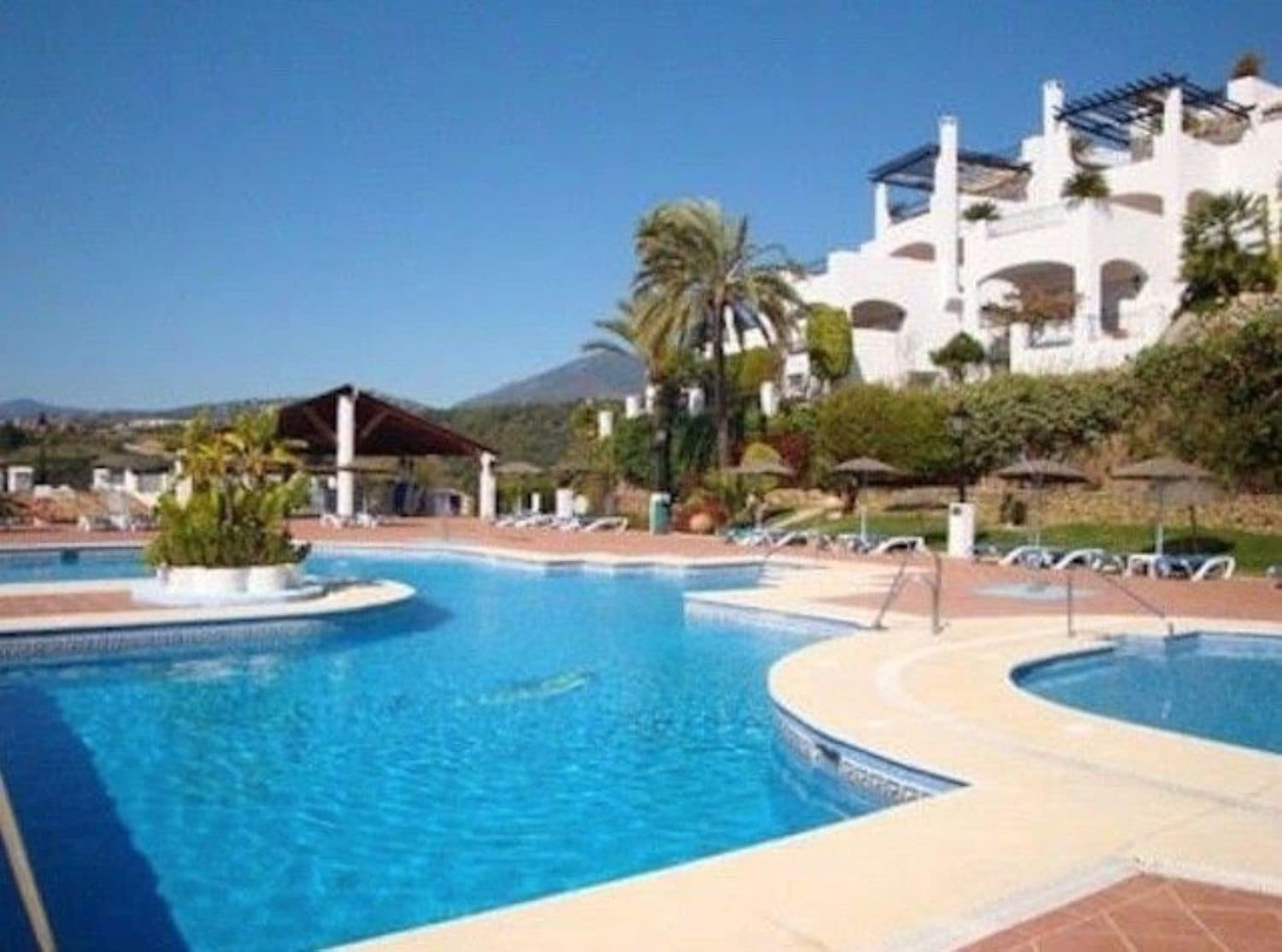 3 bedroom Apartment for sale in Marbella with pool - € 439,000 (Ref: 4750971)