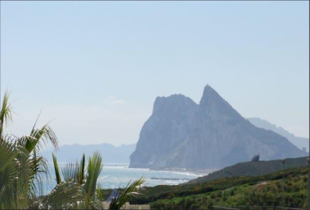 4 sypialnia Dom na sprzedaż w Algeciras z basenem - 420 000 € (Ref: 5278480)
