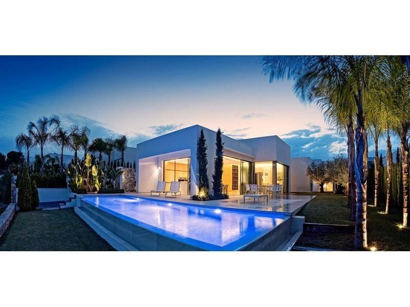 Chalet de 3 habitaciones en Las Colinas Golf en venta con piscina - 890.000 € (Ref: 5101010)