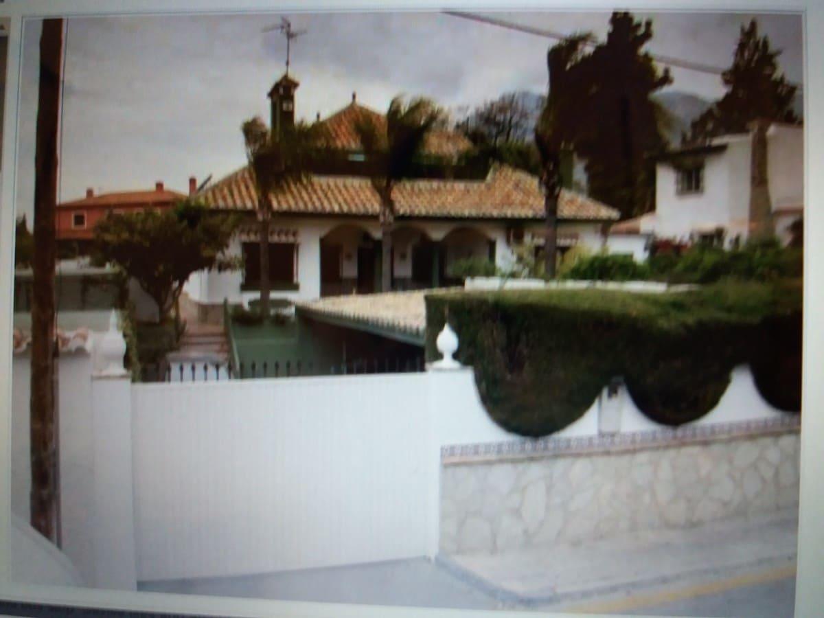 5 bedroom Villa for sale in Marbella with pool - € 900,000 (Ref: 4162594)
