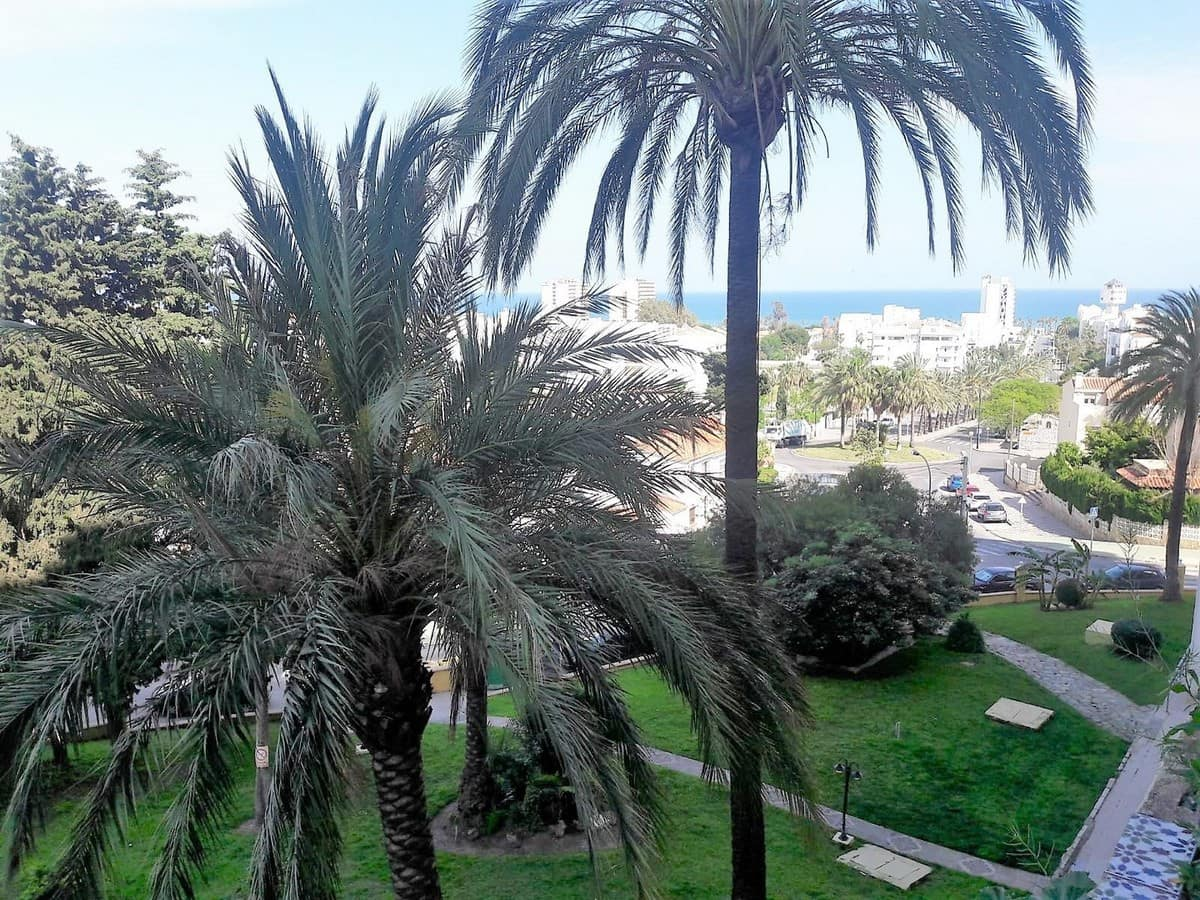 2 bedroom Apartment for sale in Torremolinos with pool - € 180,500 (Ref: 4397984)