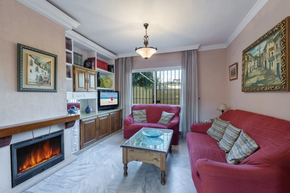 4 bedroom Townhouse for sale in Marbella - € 300,000 (Ref: 4530146)