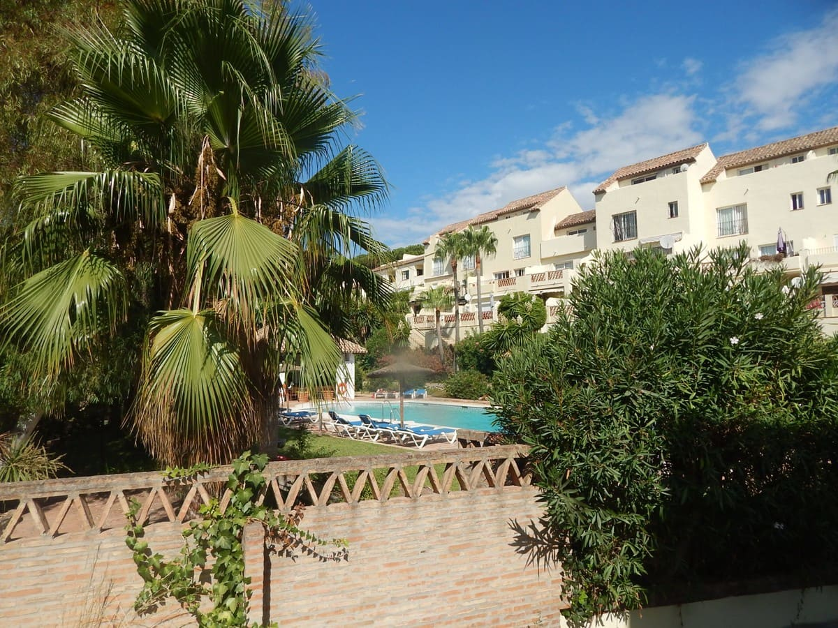 4 bedroom Townhouse for sale in Marbella with pool garage - € 399,000 (Ref: 4890174)