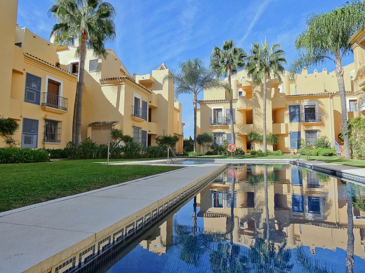 2 bedroom Penthouse for sale in Marbella with pool garage - € 359,900 (Ref: 5063086)