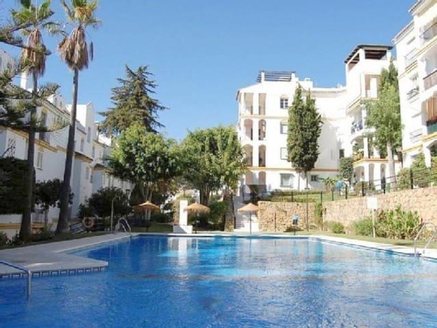 3 quarto Apartamento para venda em Estepona com piscina - 178 200 € (Ref: 5209741)