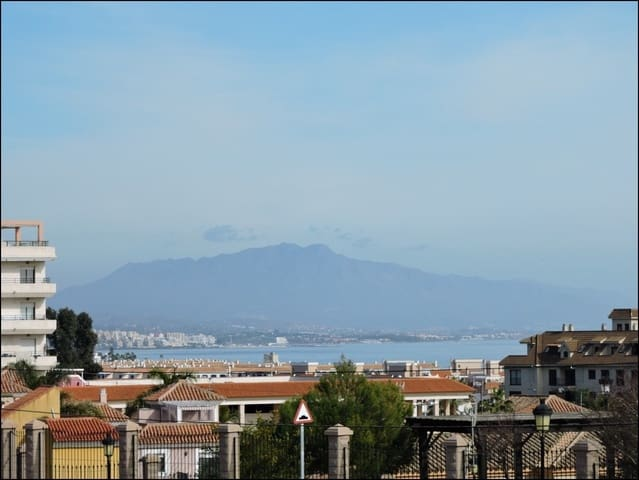 4 soveværelse Villa til salg i San Luis de Sabinillas med swimmingpool garage - € 380.000 (Ref: 6083217)