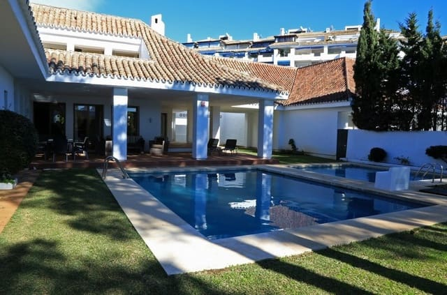 6 bedroom Villa for holiday rental in Puerto Banus with pool - € 3,210 (Ref: 5895587)