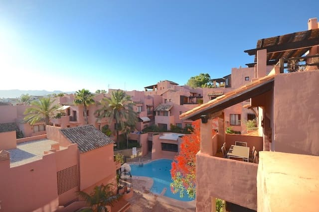 3 Zimmer Ferienpenthouse in Elviria mit Pool Garage - 1.800 € (Ref: 5895684)
