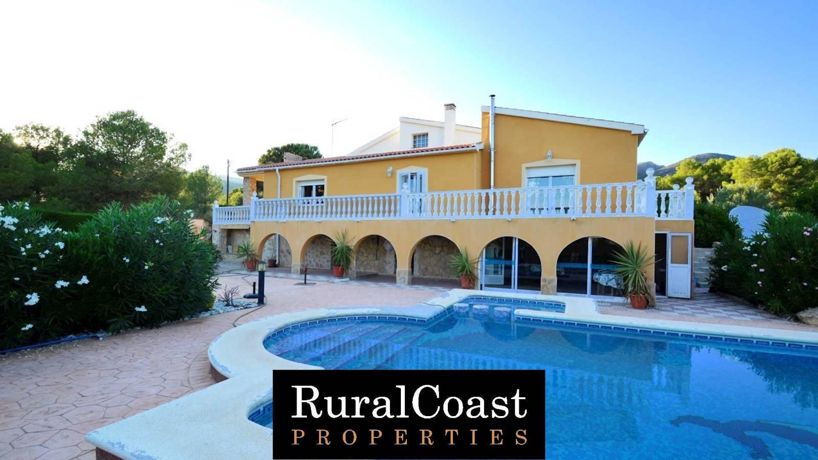 4 bedroom Villa for sale in Torremanzanas with pool - € 440,000 (Ref: 3386661)