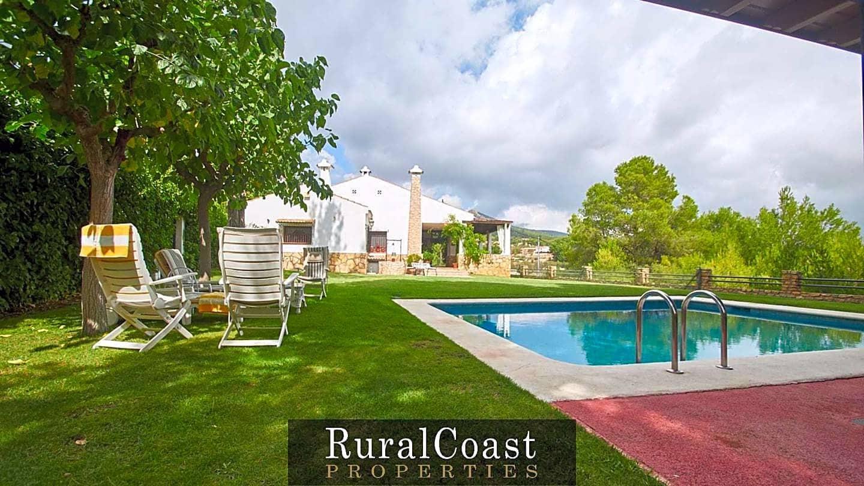 4 bedroom Villa for sale in Torremanzanas with pool garage - € 245,000 (Ref: 4781259)