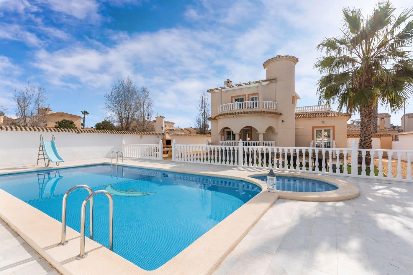 Chalet de 4 habitaciones en Benijófar en venta con piscina garaje - 295.000 € (Ref: 5128461)