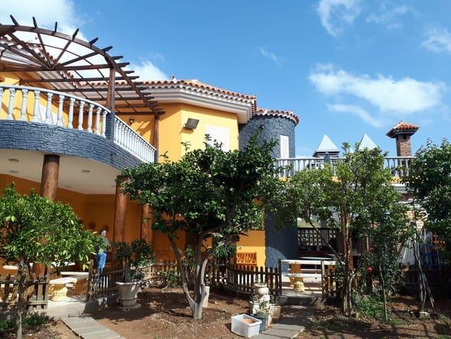 7 soveværelse Villa til leje i Santa Lucia de Tirajana med garage - € 1.500 (Ref: 5869455)