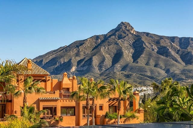 3 bedroom Penthouse for sale in Puerto Banus - € 1,250,000 (Ref: 5911063)