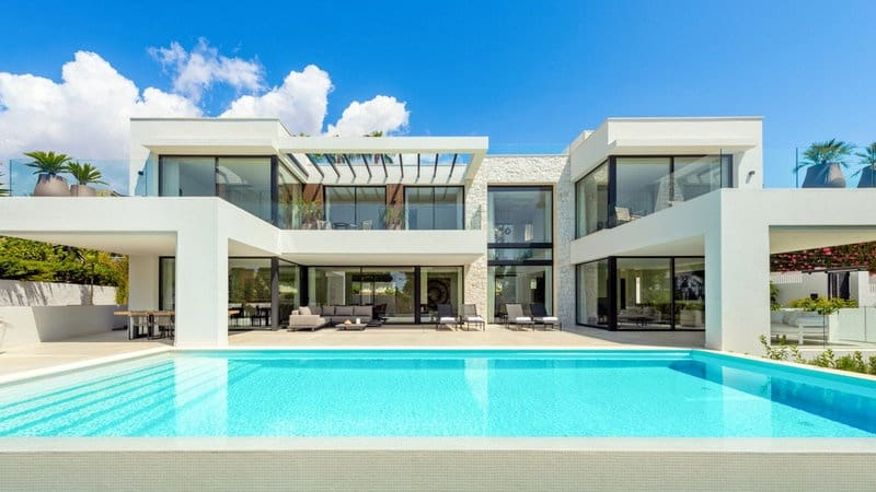 4 bedroom Villa for sale in Marbesa with pool - € 3,750,000 (Ref: 5911282)