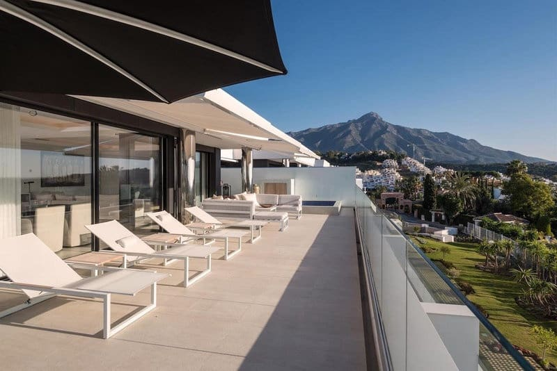 3 bedroom Penthouse for sale in Nueva Andalucia with pool - € 1,390,000 (Ref: 5911372)