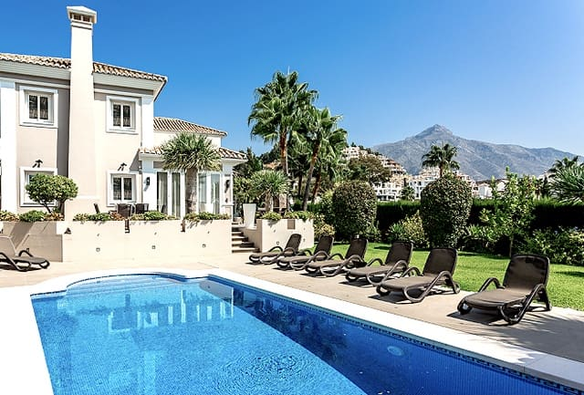 6 bedroom Villa for sale in Nueva Andalucia with pool - € 1,990,000 (Ref: 5911396)