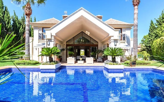 5 bedroom Villa for sale in Nueva Andalucia with pool - € 2,450,000 (Ref: 5911425)