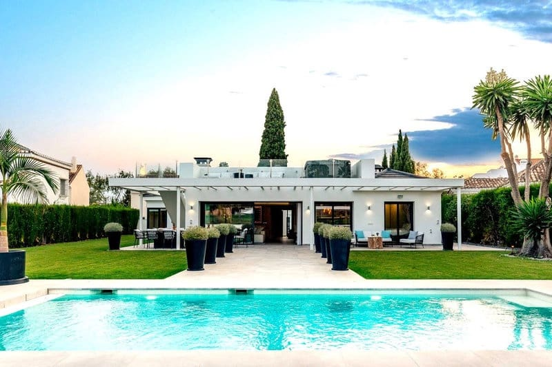 4 bedroom Villa for sale in Nueva Andalucia with pool - € 1,925,000 (Ref: 5911431)