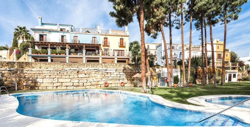 4 bedroom Townhouse for sale in Marbella with pool - € 650,000 (Ref: 5911529)