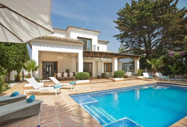 4 bedroom Villa for sale in Marbesa with pool - € 1,700,000 (Ref: 6108464)