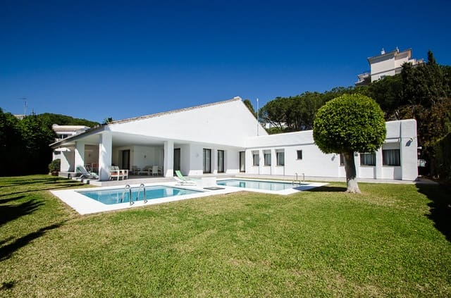 5 bedroom Villa for holiday rental in Puerto Banus with pool - € 4,300 (Ref: 3477642)