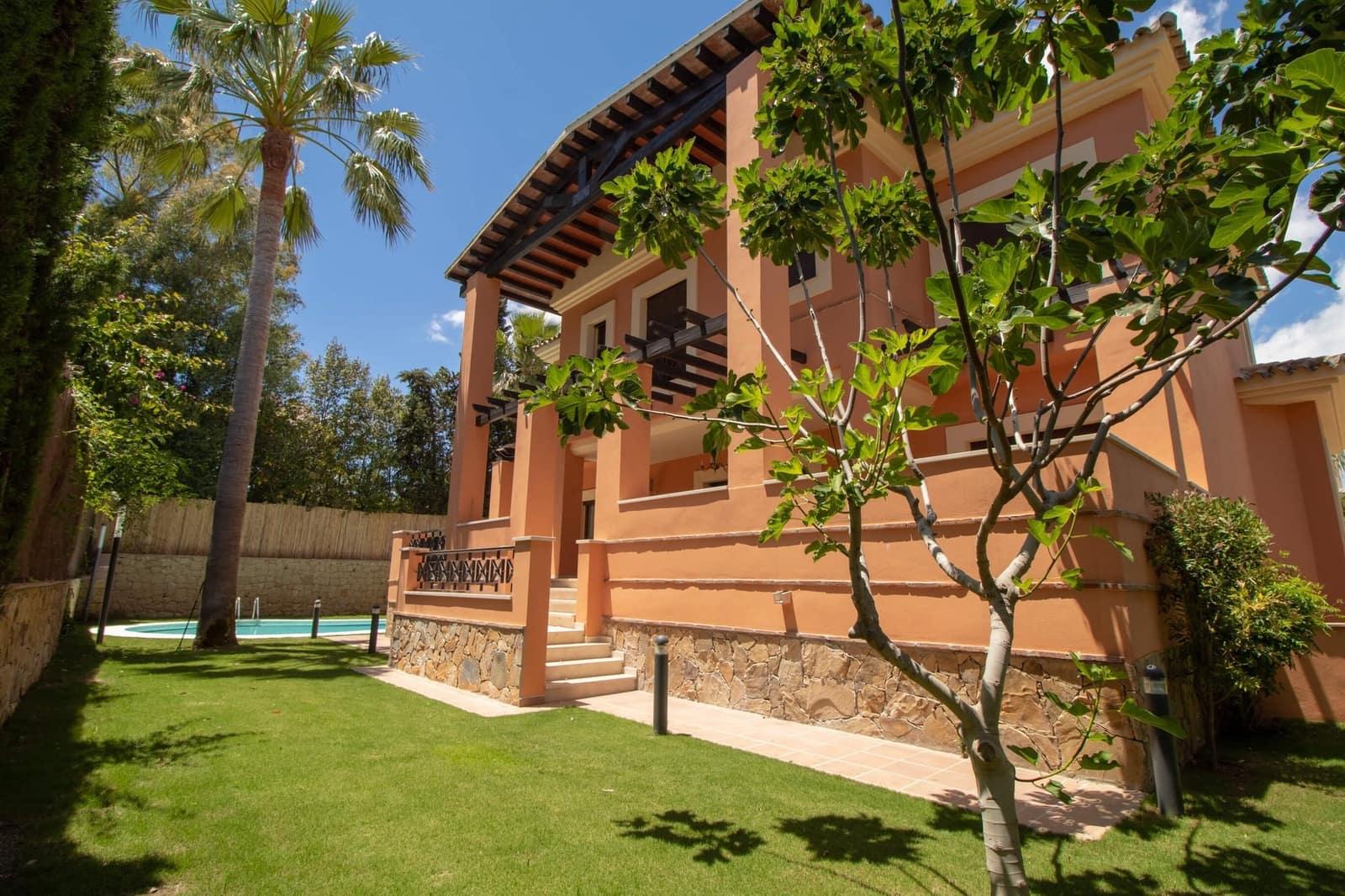 6 bedroom Villa for holiday rental in Los Monteros with pool garage - € 6,500 (Ref: 3952802)