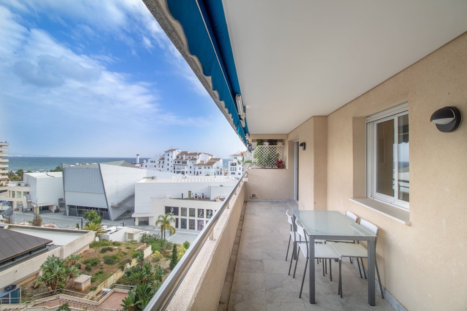 2 bedroom Apartment for holiday rental in Puerto Banus with pool garage - € 1,800 (Ref: 4505961)