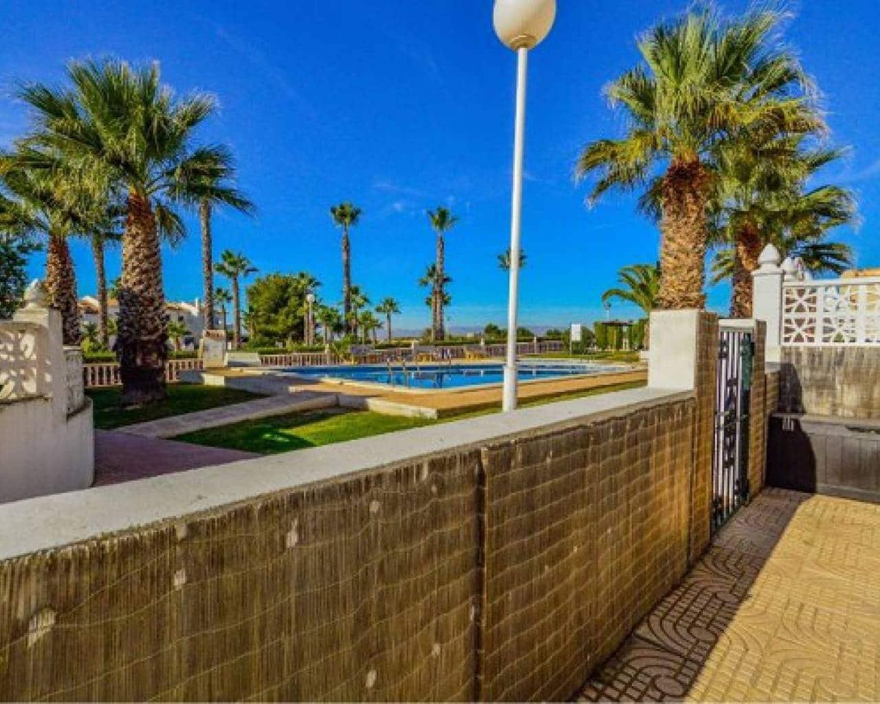 Chalet de 3 habitaciones en Benijófar en venta con piscina - 152.000 € (Ref: 4414000)