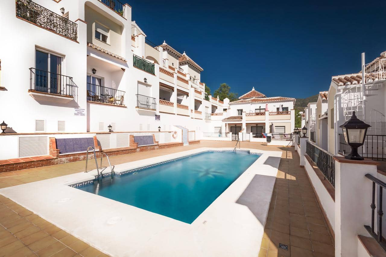 2 bedroom Apartment for holiday rental in Nerja with pool - € 400 (Ref: 5029568)