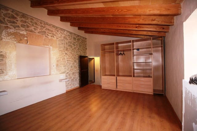 6 bedroom Townhouse for sale in Binissalem with garage - € 370,000 (Ref: 5667913)