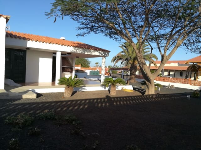 4 bedroom Terraced Villa for sale in Parque Holandes with pool garage - € 347,600 (Ref: 5918689)