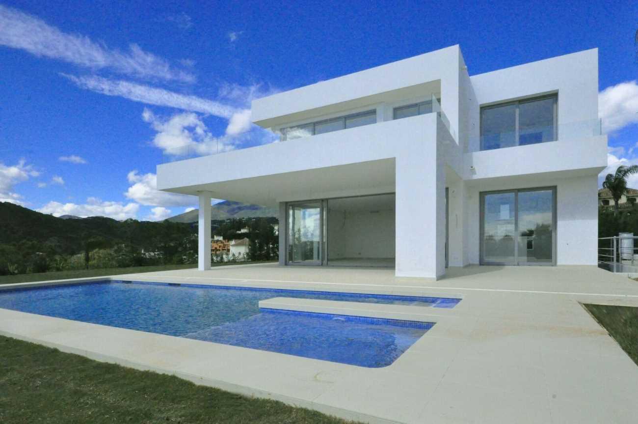 4 bedroom Villa for sale in Marbella with pool - € 1,425,000 (Ref: 3816310)