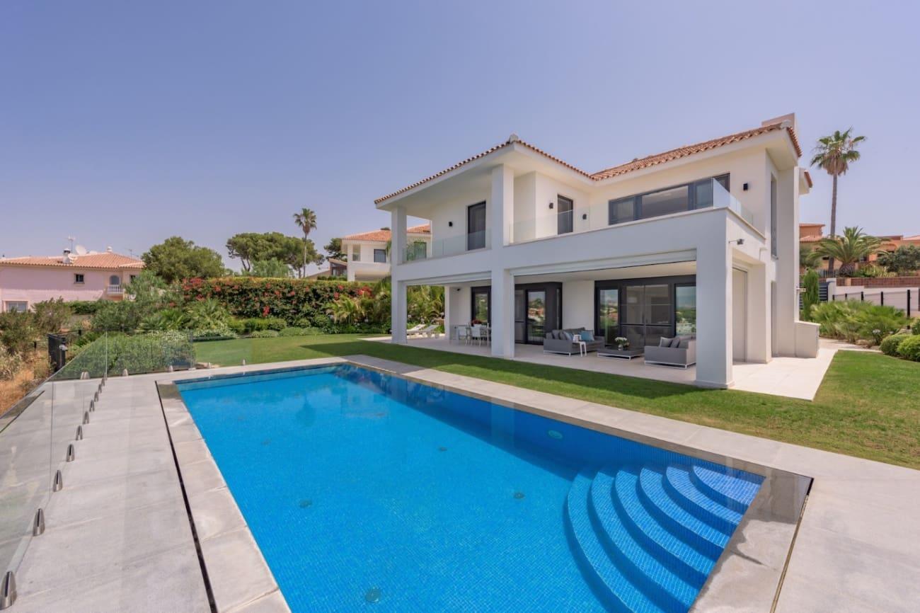5 bedroom Villa for sale in Marbella with pool - € 1,750,000 (Ref: 4559462)