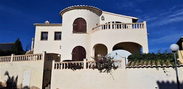 Chalet de 4 habitaciones en Cumbre del Sol en venta con piscina - 299.000 € (Ref: 5128633)