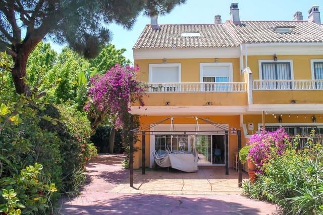 4 bedroom Semi-detached Villa for sale in Calahonda with pool - € 385,000 (Ref: 6093545)
