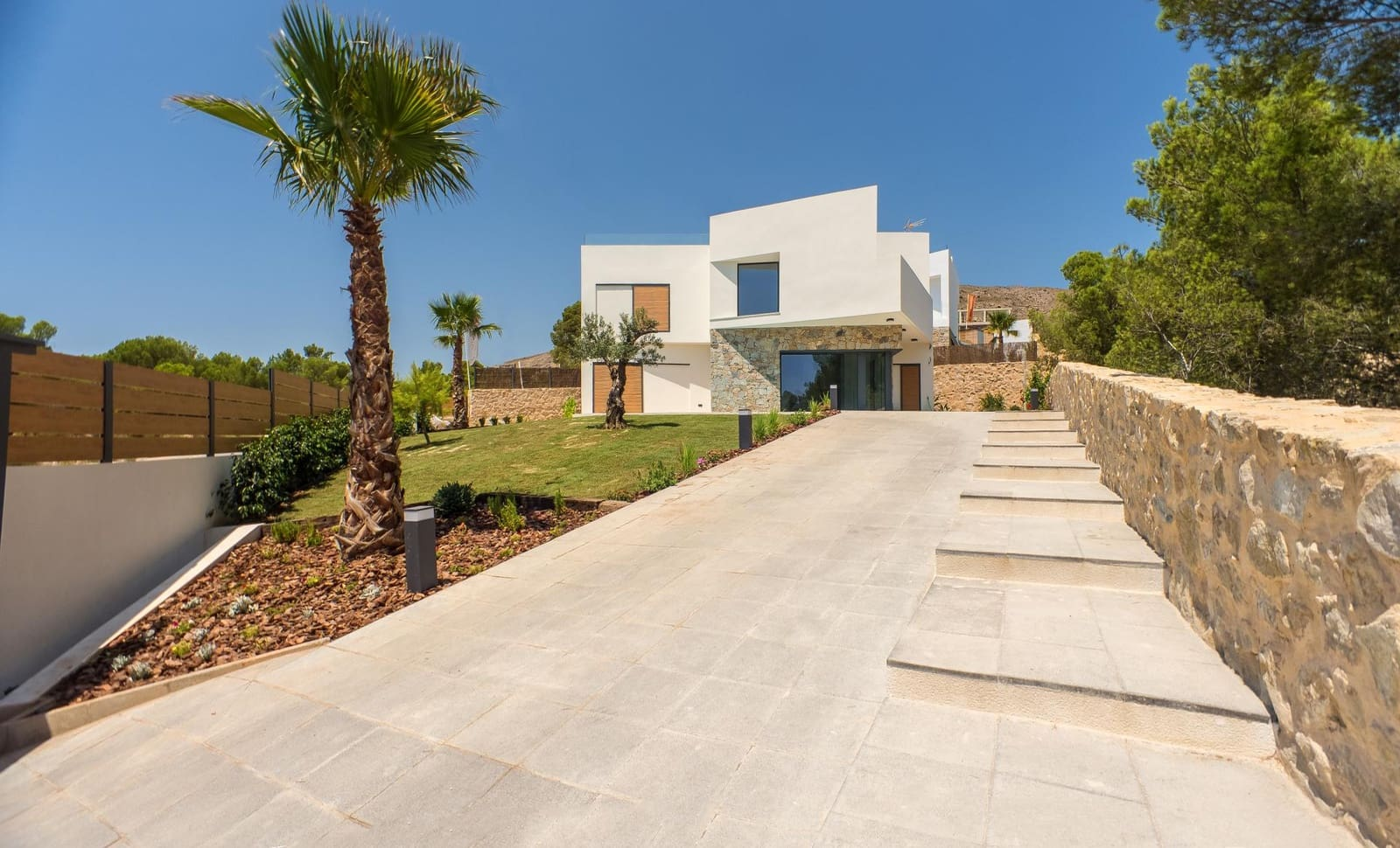 4 bedroom Villa for sale in Finestrat with pool - € 675,000 (Ref: 4436684)