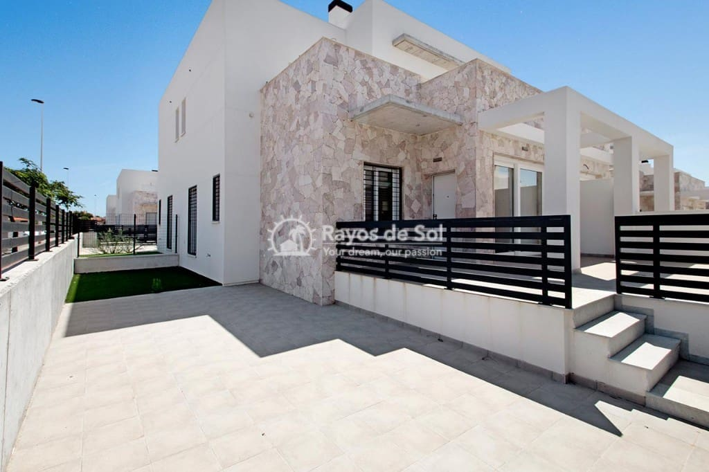 3 bedroom Villa for sale in Torrevieja with pool - € 189,000 (Ref: 5062878)
