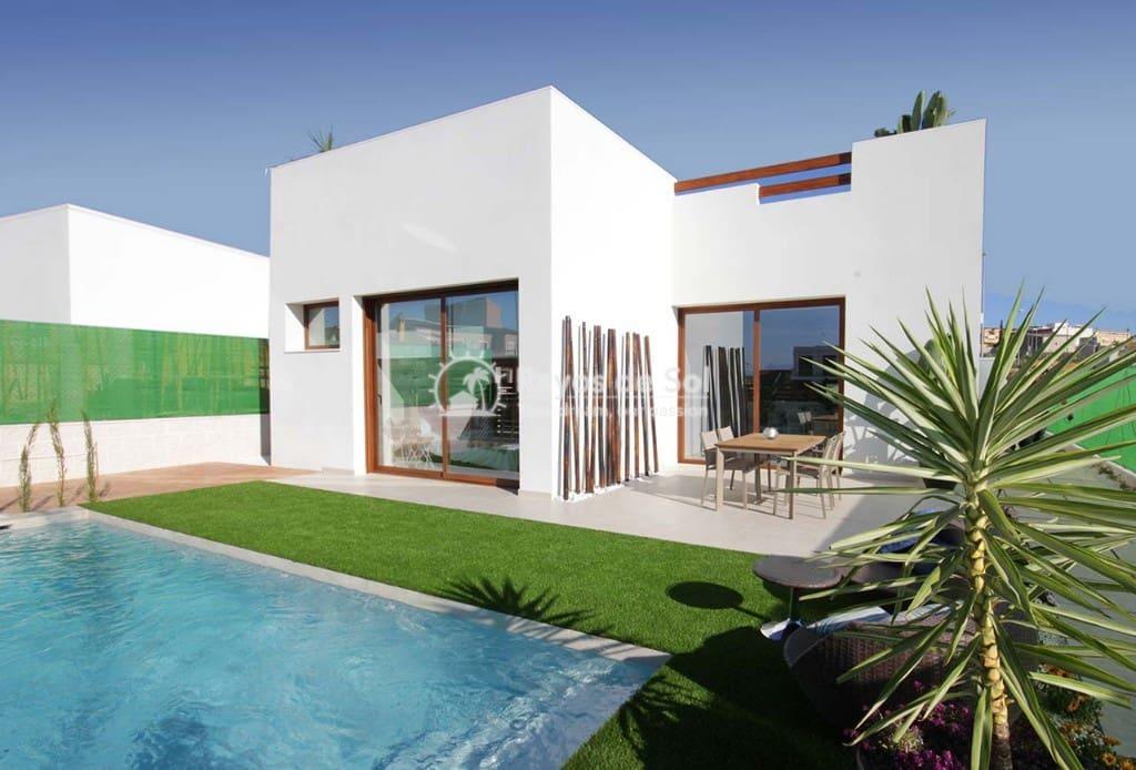 Chalet de 3 habitaciones en Benijófar en venta con piscina - 329.900 € (Ref: 5062910)