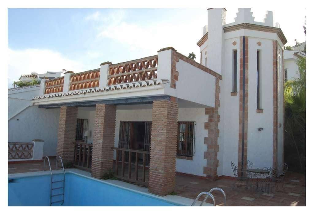 4 bedroom Villa for sale in Nerja with pool - € 690,000 (Ref: 4476388)