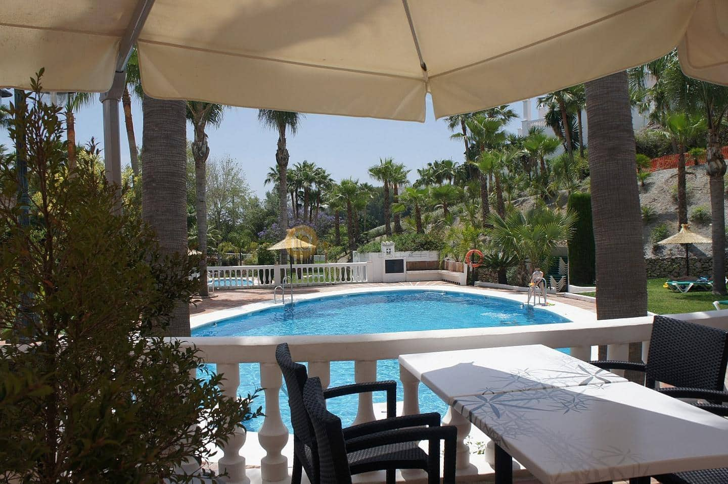 Business for sale in Nerja with pool - € 350,000 (Ref: 4568765)
