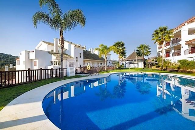 2 soverom Leilighet til salgs i La Alcaidesa med svømmebasseng - € 218 000 (Ref: 3741991)