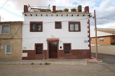 3 bedroom Townhouse for sale in Villena with garage - € 127,500 (Ref: 3935568)