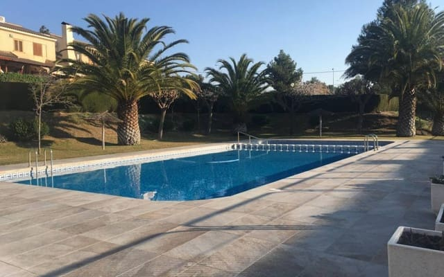 3 bedroom Townhouse for sale in Petrel / Petrer with pool - € 153,000 (Ref: 4522060)