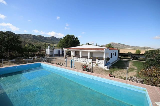 5 bedroom Villa for sale in Yecla with garage - € 119,995 (Ref: 5378446)