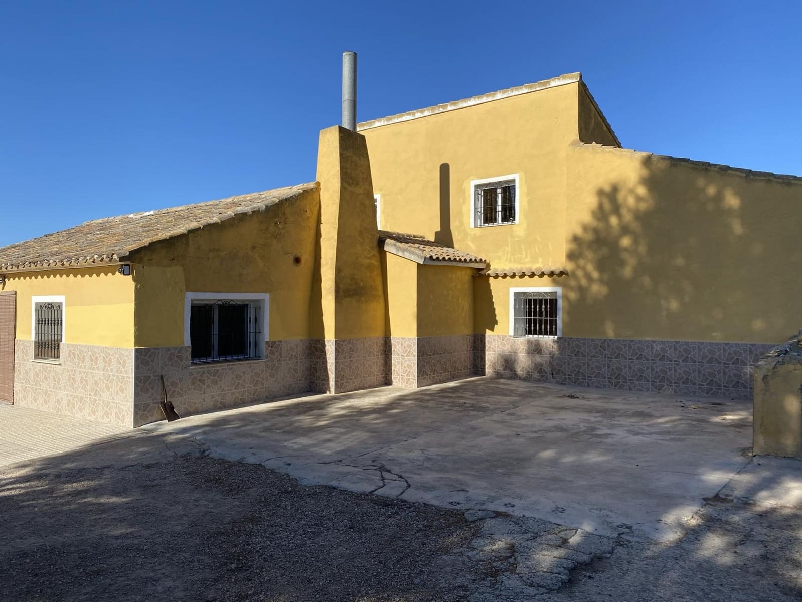 5 bedroom Finca/Country House for sale in Caudete with garage - € 99,995 (Ref: 5643021)