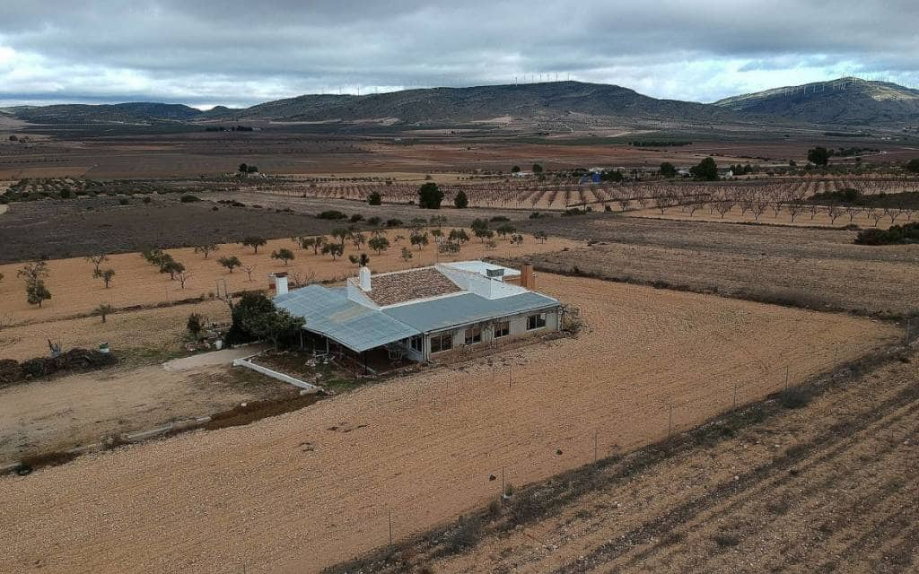 3 bedroom Finca/Country House for sale in Yecla with garage - € 120,000 (Ref: 6019483)
